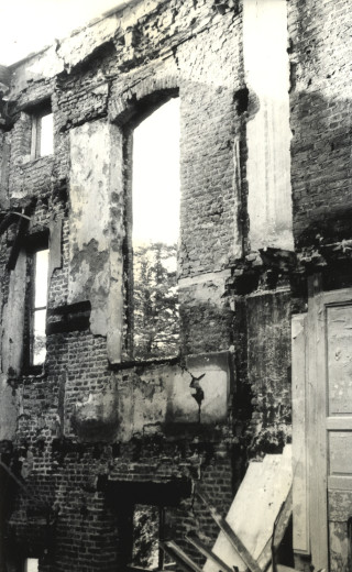 The house in ruins a few days after the fire | Hertfordshire Archives & Local Studies (D/EHwZ8)
