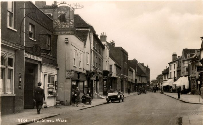 The Saracens Head entrance at the bottom of New Road and looking down the High Street, 1920s | Hertfordshire Archives & Local Studies