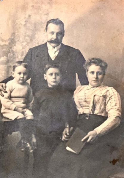 Thomas Faircloth with wife Annie Math(Piper) of Takeley, son Oliver centre, son Isaac Peter on left | Sheila Haley