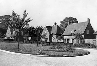 Photograph showing houses in Pentley Park in 1937 | HALS (ref Local Studies Library Collection)