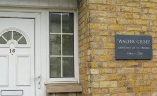 The plaque in memory of Walter Gilbey. Aug 2020 | Colin Wilson