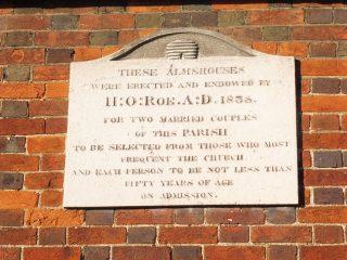 The dedication stone on Roe's almshouse. Nov 2017   Colin Wilson