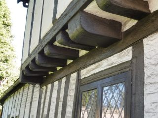 Detail of the upper storey support, Northchurch almshouses. Jun 2016 | Colin Wilson