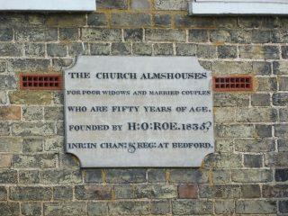 The dedication stone on Roe's almshouse, Stotfold. Sep 2017   Colin Wilson