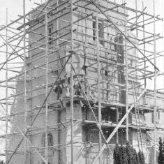 Workmen on scaffolding around St Leonard's church tower, b&w photo 1905 | Alan Burley Collection