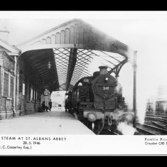 Abbey Station, St Albans, in 1946. The terminus had eight bays and station buildings; today the Watford Service leaves from an unmanned platform. | © H Casserley and Pamlin Prints, Croydon