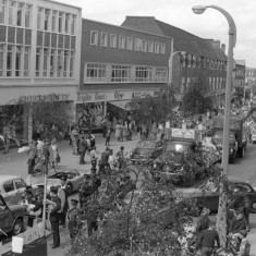 Towards Town Centre & Carnival Queen Float. | John Yates