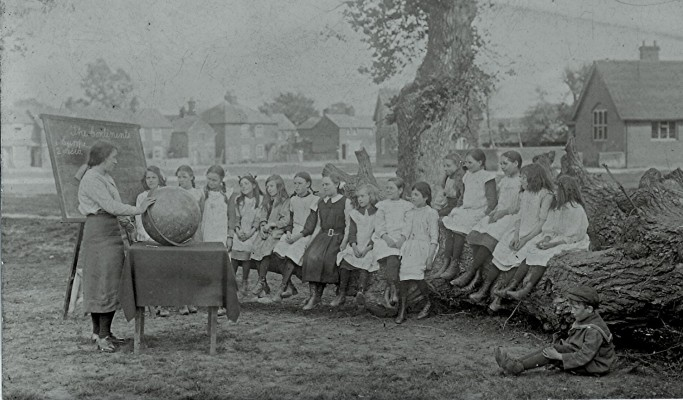 Girls School Class c.1913   Geoff Webb