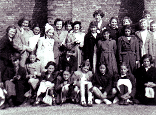 Girls School Outing to Hatfield House | Geoff Webb