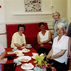(Left to right): Maureen Stevens, Stella May, Barbara Wheatfill, Gwen Knight (rear), Jean Attfield, Doreen Herring | Geoff Webb