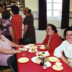 Left to right: Margaret Fox, and Gladys and Ellen Smith | Geoff Webb