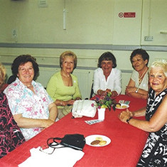 (Left to right): Mary Game and her sisters Edna and Sheila, Pam Hawkins and her sister Evelyn, 'Bunny' Taylor | Geoff Webb