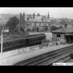 Hemel Hempstead Station, early twentieth century, with the Midland Hotel in the background. | © The Lens of Sutton Association