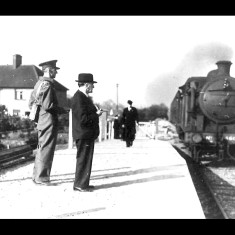 N2 tank engine and passenger train arriving at Lemsford Road Halt outside Hatfield during the Second World War. The train served a local aircraft factory. | © Welwyn Hatfield Museums Service