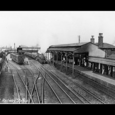 The eastern terminus was an outside platform at Hatfield GNR mainline Station; between the Wars. | © The Lens of Sutton Association