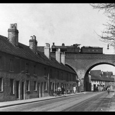A LMS locomotive crosses the viaduct at Marlowes, Hemel Hempstead, before 1948. Looking south; today Hemel's 'magic roundabout' lies a short way beyond the viaduct. | © Dacorum Heritage Trust