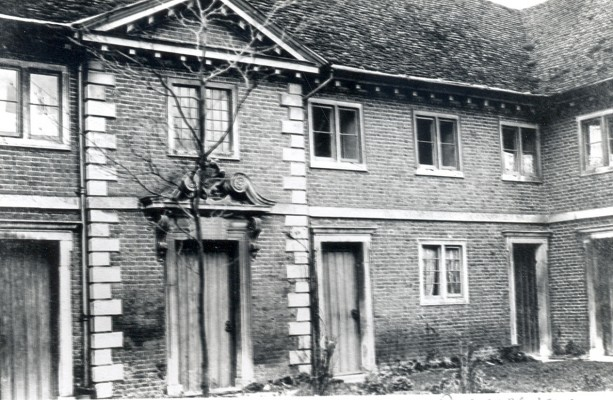 Almshouses 1910 | Hertfordshire Archives & Local Studies