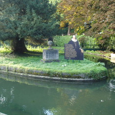 Amwell: Monument with the poem by Nares, and information about the anniversary   Ian Fisher