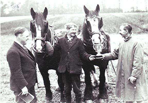 Bert Woods (centre) and Clifford Dunn | Geoff Webb