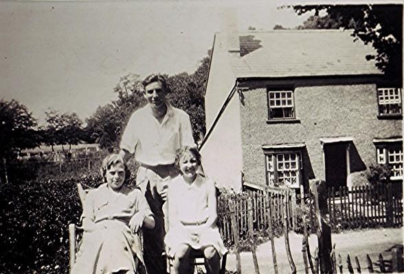 The Hoar Family | Geoff Webb