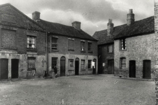 Chapel Yard just before it was demolished in the mid 1930s.  The Bread Bin now stands on the site. | Hertfordshire Archives and Local Studies
