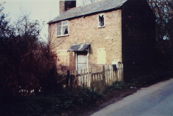 A cottage at the lower end of Crouch Lane, 2000. This building was demolished soon after. | Iain Bickerton