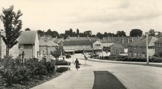Walking down to the shops in Chaulden, Hemel Hempstead | Hertfordshire Archives and Local Studies