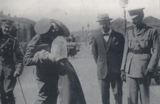 Chis Cox greets his wife Maud | Hemel Hempstead Gazette