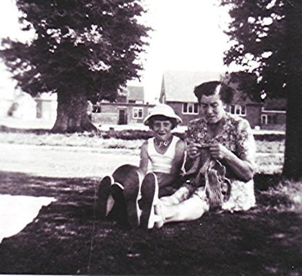 Dorothy & Susan Batchelor | Geoff Webb