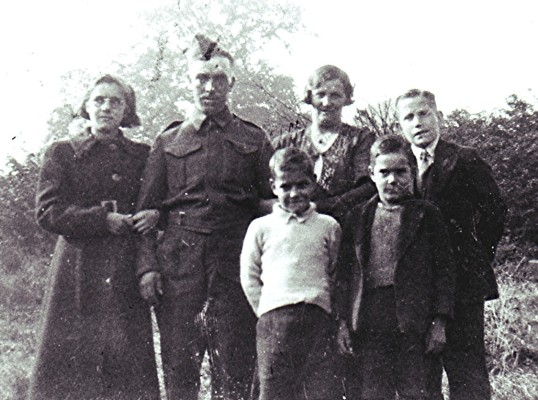 Dick & Rose Dalton with their children (left to right: Iris, Peter, Jim and Dick Jnr). | Geoff Webb