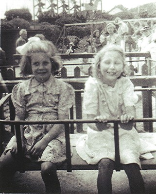 Christine Dickinson and Doreen Davie in 1948s | Geoff Webb