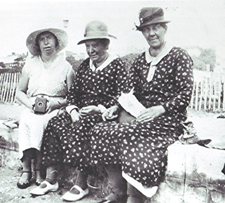 Flo Dayton (left) with her mother Minnie (centre) and Amy Daniels | Geoff Webb