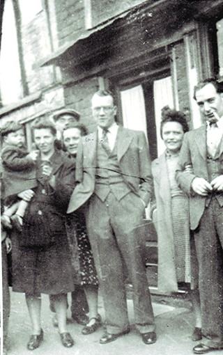 London Evacuees, 1945   Geoff Webb