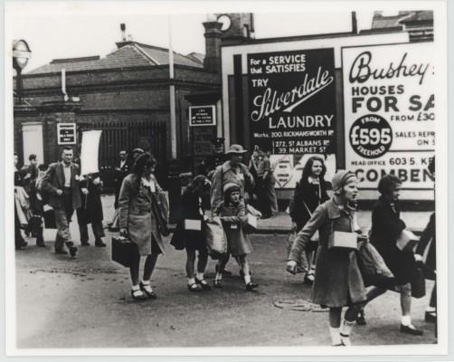 Evacuees arriving in Bushey | Hertfordshire Archives & Local Studies