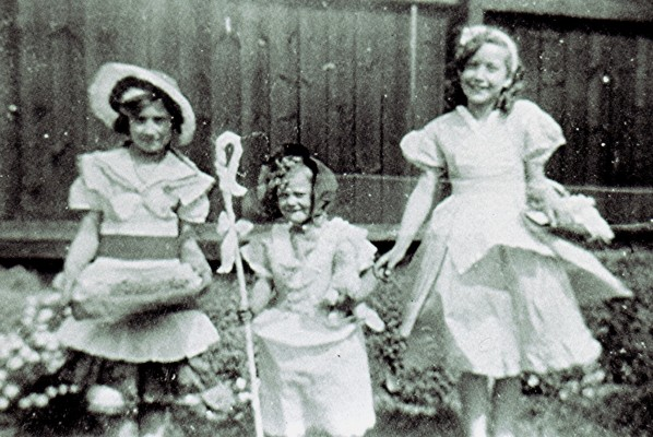 The Fensom Sisters | Geoff Webb