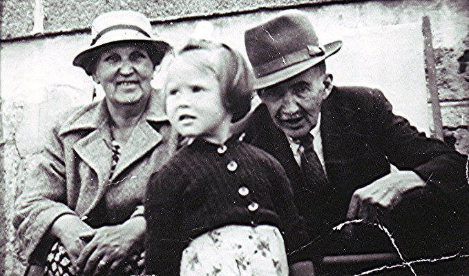 The Fellowes Family   Geoff Webb