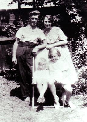 The Fox family   Geoff Webb