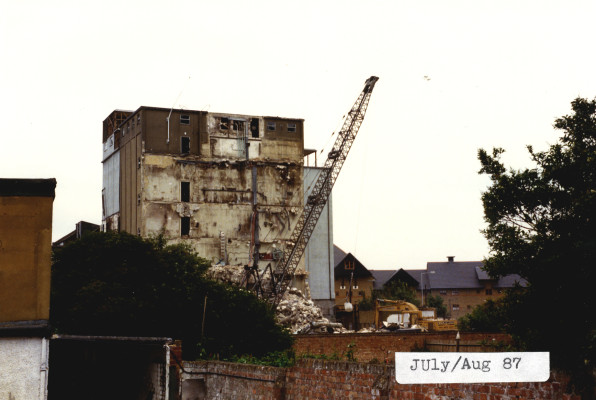Demolition of the silo | Hertfordshire Archives & Local Studies