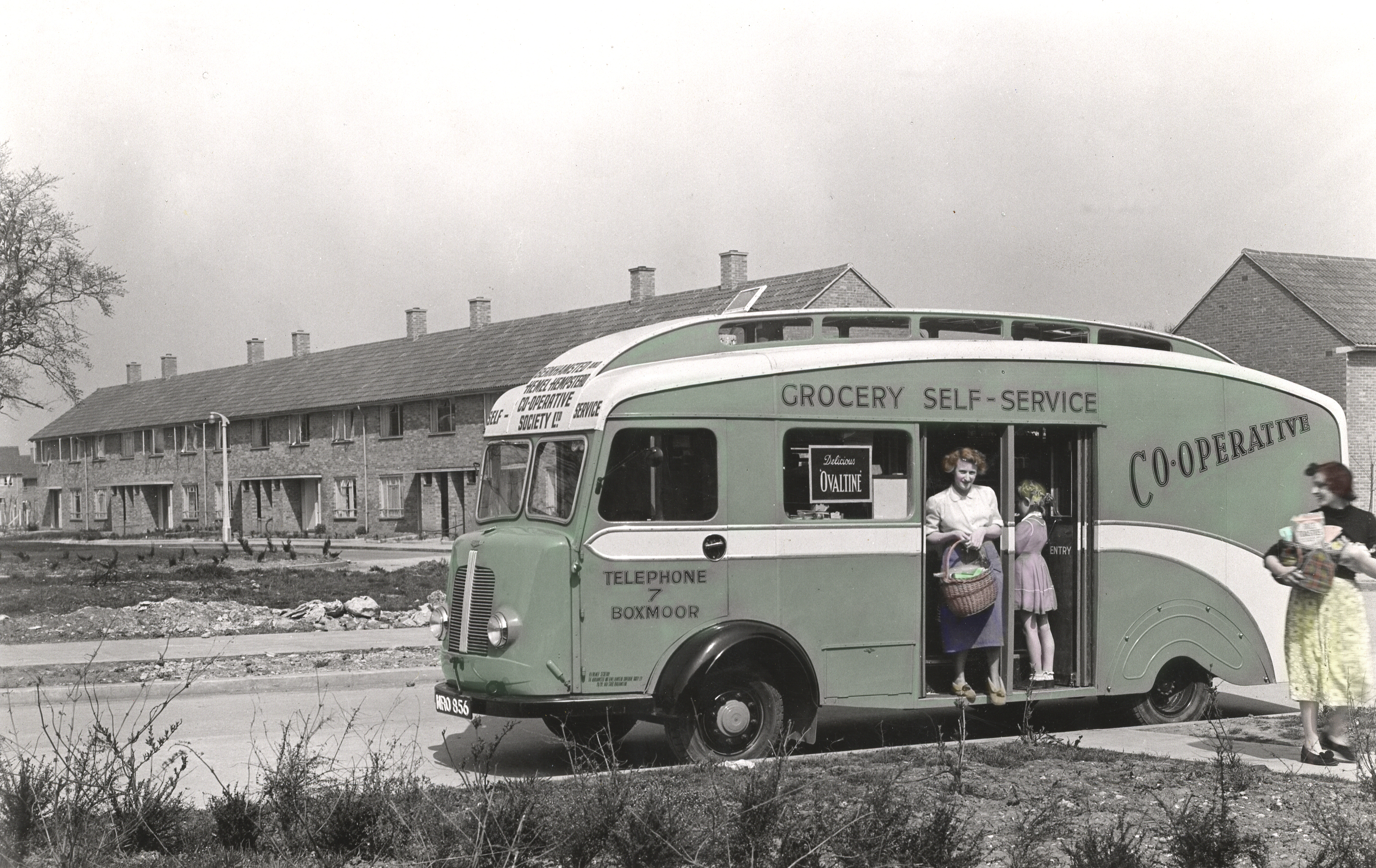4ded8741ec6de7 Working on the Mobile Grocery shop in the 1950's | Shops | Herts ...