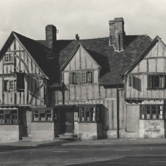 George and Dragon Public House, c1920-30 | Hertfordshire Archives and Local Studies