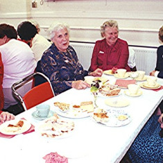 Left to right: Dorothy Parsons, Delia Robertson, Beryl Reading, Joy Shepherd, Joan Penny, Lily Robertson | Geoff Webb