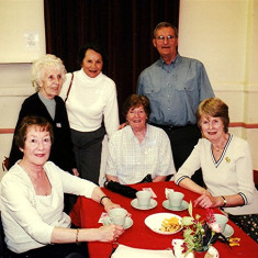 (Left to right): Yvonne Anderson, Stella Coote, Toni Rus, Margaret Brown, Geoff Webb, Kath Brown | Geoff Webb