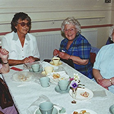 Left to right - Evelyn and Joyce Simpson, Ida Elborn, Gladys Fox | Geoff Webb