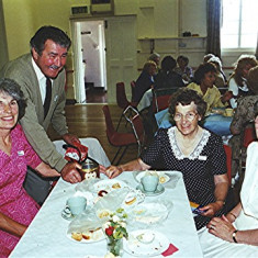 Left to right: Edna Peacock, Ray Webb (helper), Olive Darvell, Valerie Herring | Geoff Webb