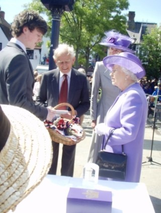 The Queen was presented with a gift of Hitchin Lavender by Theodore Dye, a direct descendant of a man who presented Hitchin Lavender to Queen Victoria | Afsi Ecuyer, Rosemary Ransome, Scilla Douglas and David Cannon
