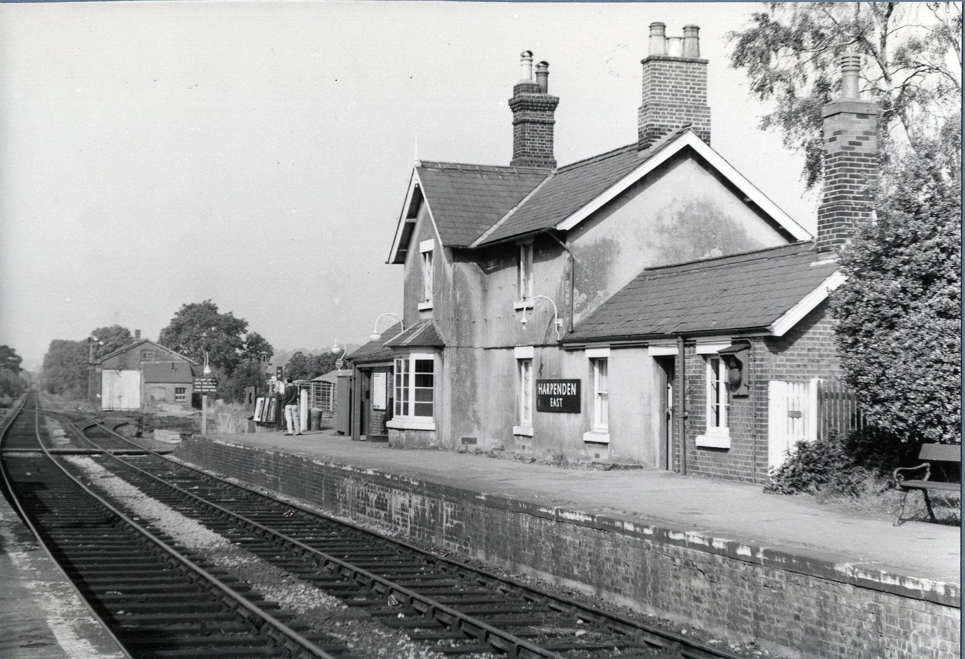 Train From Harpenden To Welwyn Garden City Garden Ftempo
