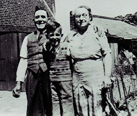 Bill and Flo Heard with their grandson Graham, c.1947 | Geoff Webb