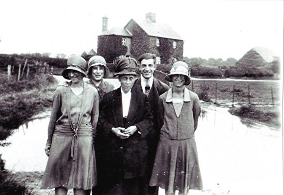 The Hewitt family | Geoff Webb