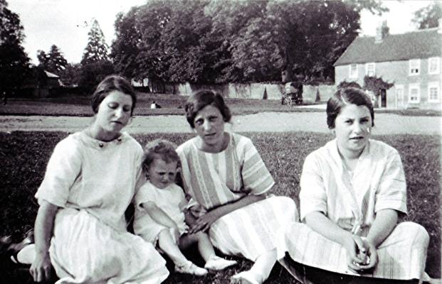 Hewitt sisters | Geoff Webb