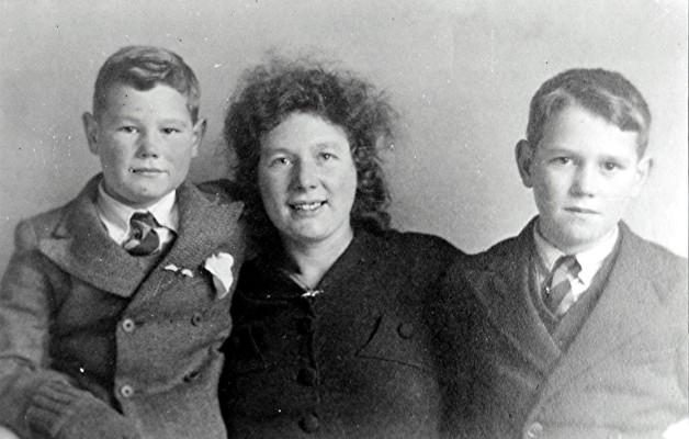 The Hooper family | Geoff Webb